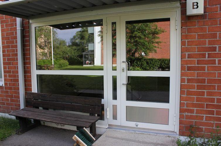 LISÄÄ KUVIA: alumiiniovi ja -ikkuna